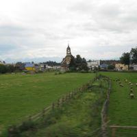 Nowy Targ - kościół pw. Św. Jadwigi Królowej - widok z trasy kolejowej, Новы-Тарг
