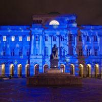 Warszawa w świątecznej scenerii 2012r - pomnik Mikołaja Kopernika przed pałacem Staszica, Варшава