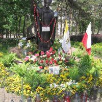 Legionowo / Poland - Pomnik Papieża JP II w parku nazwanym również jego imieniem-Monument to Pope JP II, Легионово