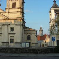 Mława - kościół, w tle ratusz, Млава