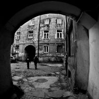Ulica Tumska - jedno z podwórek  | www.ahojmedia.pl, Плоцк