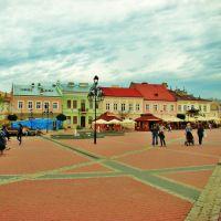 Rynek z zabytkowymi kamienicami.Market with listed buildings, Санок