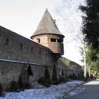 Klasztor ss. Benedyktynek w Jarosławiu - mury obronne i jedna z baszt, Ярослав
