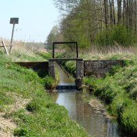 zastawka, tama wodna na rzece Kulikówka, stawy hodowlane Popielewo bud. przełom XIX-XX (kwiecień 2009), Замбров