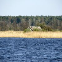 Stary dom rybacki, stawy hodowlane Popielewo wybudowane na przełomie XIX-XX wieku (kwiecień 2009), Замбров