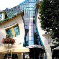 linksma įžymybė Sopote - kreivas namas  crooked house in Sopot, Сопот