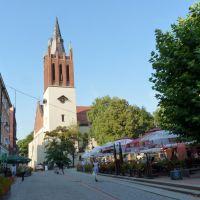 Bytom - Rynek widoczny kościół p.w  Wniebowzięcia NMP, Бытом