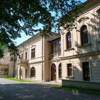 Nowy Zamek w Żywcu – klasycystyczny pałac zaprojektowany z polecenia arcyksięcia Albrechta przez Karola Pietschkę, był kilkakrotnie przebudowywany., Живец