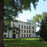 Stary Zamek – wzniesiony przez Komorowskich w latach 1485-1500, kilkukrotnie przebudowywany, obecny neogotycki wygląd efektem przebudowy przez Habsburgów w latach 1850-1870, siedziba Muzeum Miejskiego., Живец
