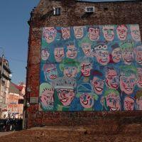 """Mural """"Uśmiechnięte Twarze"""" (""""Smiling faces"""" a mural), Мысловице"""