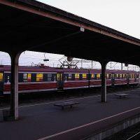widok z okna wagonu kolejowego... dworzec w Iławie, Илава
