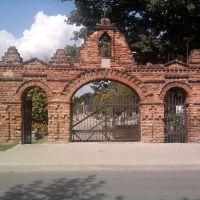 Łask - Brama cmentarna z pocz.XIX wieku., Ласк