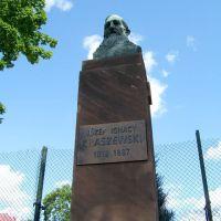Pomnik J.I.Kraszewskiego przyskrzyżowaniu ulic Warszawskiej i Zamkowej, Биала Подласка