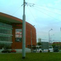 Nowoczesny kompleks handlowy widoczny z Alei Unii Lubelskiej, Люблин