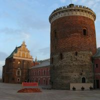 Courtyard of the Lublin Castle with Holy Trinity Chapel and 13th-century tower, Люблин