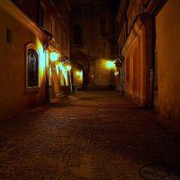 Lublin nocą (Poland), Stare Miasto, przejście przez Wieżę Trynitarską, Люблин