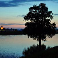 View of the church in Szczepanowice from the Oder river in the vicinity of the island Bolko taking on the menacing Oder River / Widok kościoła w Szczepanowicach z brzegu rzeki na wyspie Bolko z groźnie przybierającą rzeką Odrą, Бржег