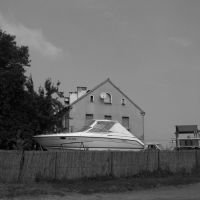 Motorówka na Rogach za płotem (ul.Główna), Кедзержин-Козле