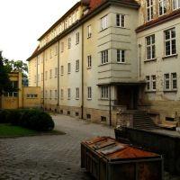 Kontener (Liceum im.H.Sienkiewicza - boczne wejście), Кедзержин-Козле