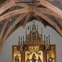 Kościół Św Trójcy; kaplica św. Anny zwana Piastowską - ołtarz i ozdobne sklepienie, Ополе