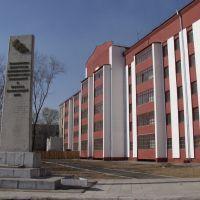 Жилой дом на ж.д. вокзале и памятник :)