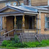 Крыльцо деревянного дома в Каргополе, Каргополь