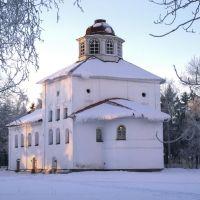 Введенская церковь XVIII века. Сейчас в ней размещается музей., Каргополь