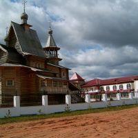 Храм в Карпогорах, Карпогоры