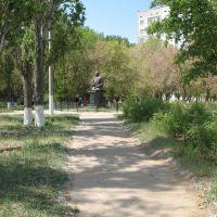 Астраханская обл. Дорожка к памятнику Н.Нариманову, Нариманов