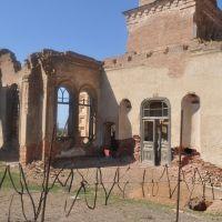 Полуразрушеный храм, Б.Могой, Володарский
