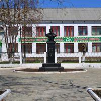 Памятник А. Матросову, школа искусств, Сибай
