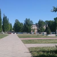 ул. Мичурина возле входа в ЦПКиО, на заднем плане - Поликлиника № 1, Туймазы