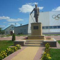 памятник Волконскому у жд вокзала, Волоконовка