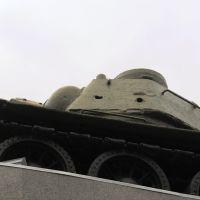 пробоина от снаряда рядом с орудийной маской..., Карачев