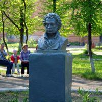 Памятник Пушкину. Постороен немцами в 1942 году во время окупации города, Клинцы