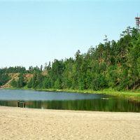 Вид с пляжа на соседний холм, Северобайкальск