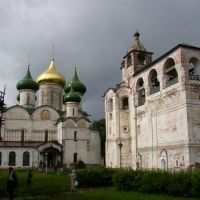 Kolokolnya and church in Svjato-Yefimievskiy monastery, Суздаль