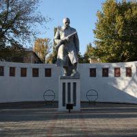 Памятник в Парке Победы. Октябрь 2010г., Жирновск
