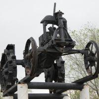 Памятник-трактор. Tractor monument. 2013, Ольховка
