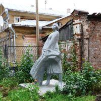 Памятник колхознице у совхоза-техникума, Великий Устюг