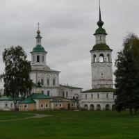 Церковь Николы Гостинского и церковь Зосимы и Савватия Соловецких (жёлтая)., Великий Устюг