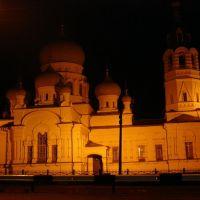 Большой красивый храм в маленьком городке Анна, Анна