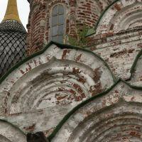 Россия: Нижегородская область: Балахна: церковь Спасская: кокошники; 12:00 09.05.2006, Балахна