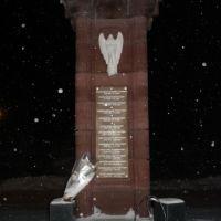 новый памятник возле церкви, Богородск