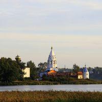 Свято-Троицкий Острово-Езерский монастырь: вид с берега, Ворсма