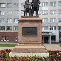 Памятник основателям завода Баташевым, Выкса