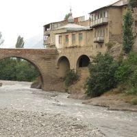 Старый ахтынский мост через реку Ахтычай. The  ancient Akhty bridge over the Akhtychay river., Ахты