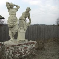 Две молчницы с флягой / The statue of two women with the milk flask, Ершовка