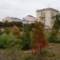 Каспийск. Офис телекомпании ТБС-Каспийск, на заднем плане Дворец культуры, Каспийск