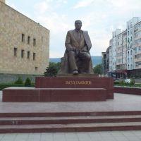 Monument Avar poet Rasul Gamzatov, Махачкала